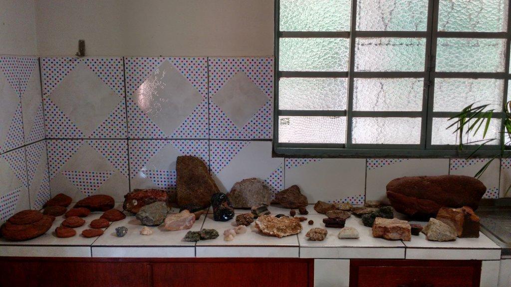 Seção de rochas e minerais do laboratório.