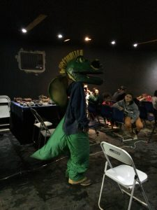 Sr.Dino na sala de cinema