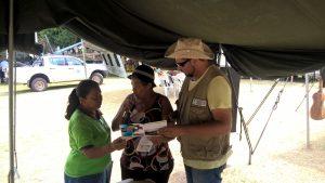 Comunidade conhecendo o estande Geopark BP